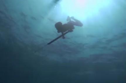Plongeur en apnée à 20 mètres